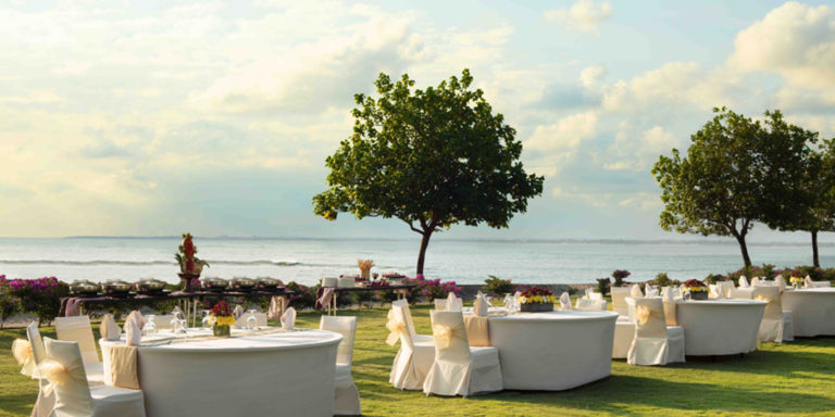 Resort Lawns | Holiday Inn Resort Baruna Bali