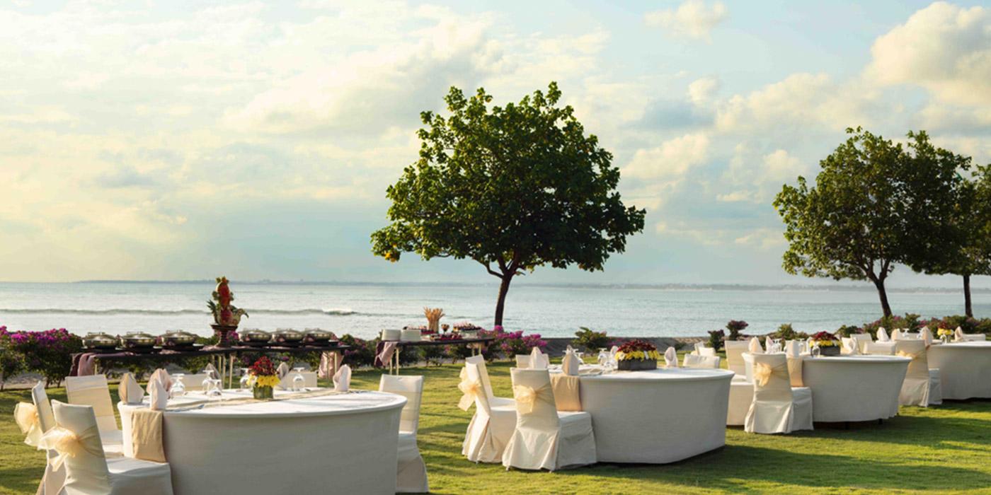 Resort Lawns | Holiday Inn Resort Baruna Bali